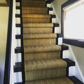 seagrass sisal on staircase with wide binding